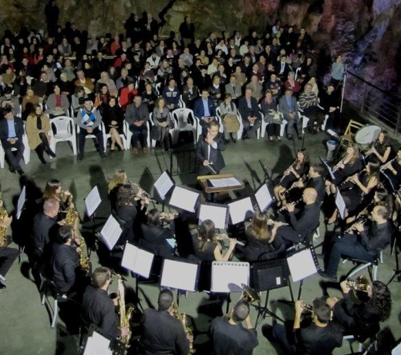 Unión Musical de Busot dentro de las Cuevas del Canelobre